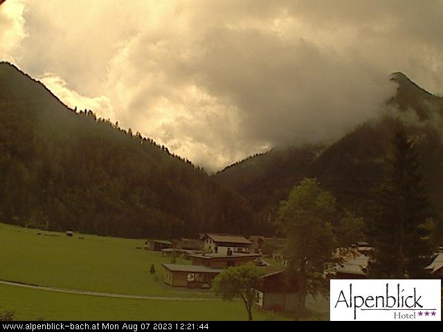 Hotel Alpenblick, Bach - Blick Richtung Graidjoch und Sonnenkogel in Bach /LECHTAL (Blickrichtung Süden )  dieses Bild aktualisiert sich in der Minute bis zu viermal.